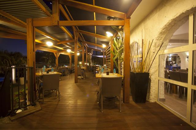 salle-exterieur-restaurant-latanier