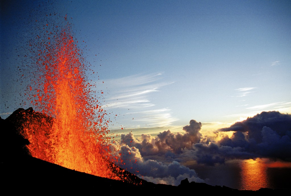 volcan piton fournaise en eruption